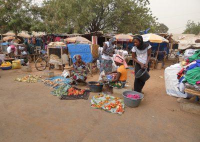 farafenni-black-market-goed